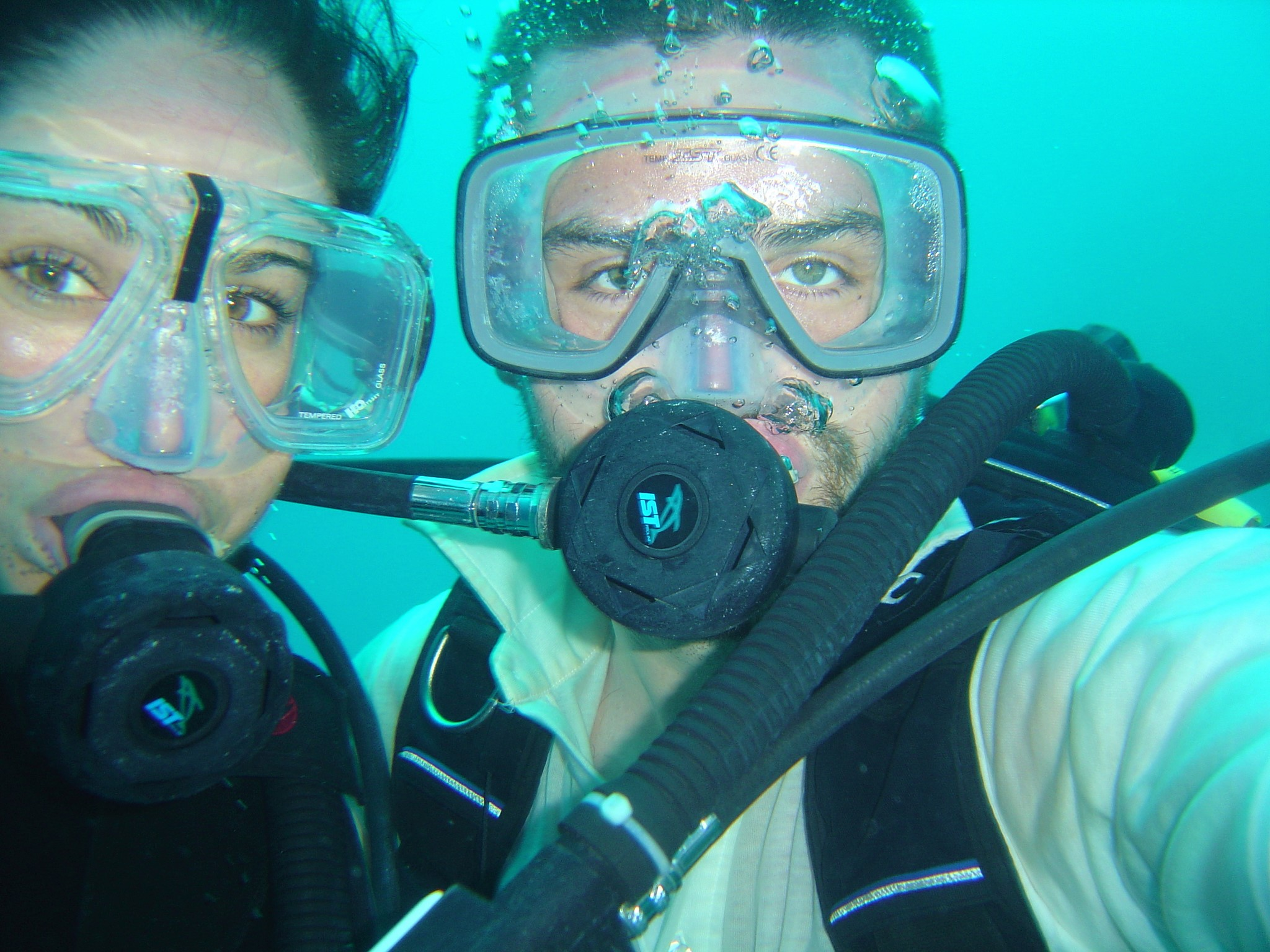 two-divers-close-up